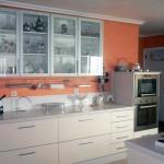 Cocina con mobiliario auxiliar de diseño