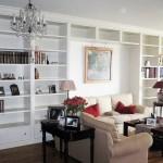 Diseño a medida de mueble para salón con estantería y cajoneras